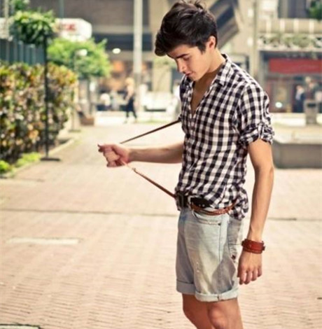 男生夏季怎么穿搭 清爽风格打造今夏182型男